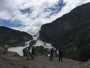 Salta de agua a Rio Ibañez (river Ibañez waterfall)
